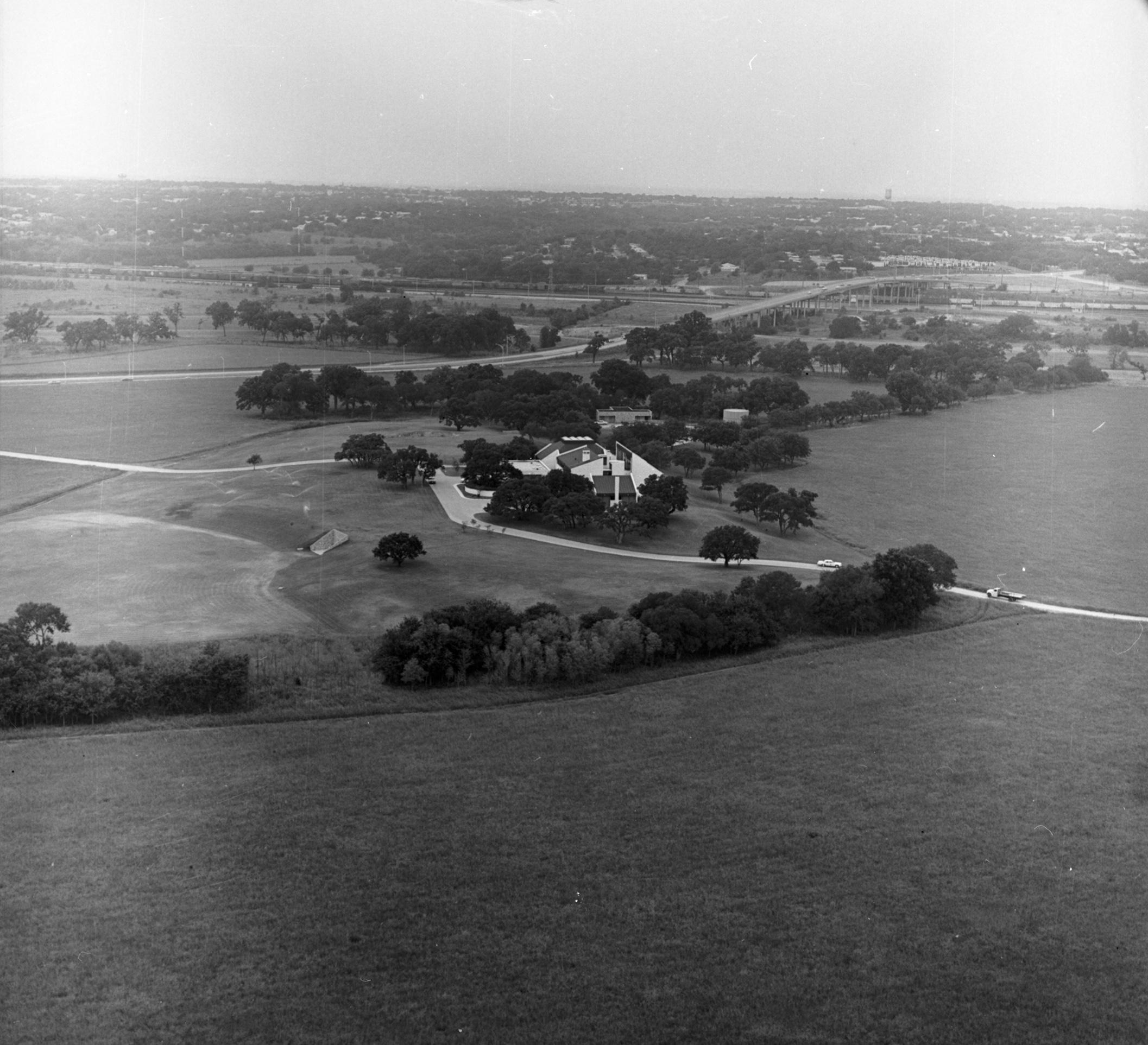 High Aerial Of The 140 Acre Davis Stonegate Mansion 4200 Mockingbird Lane Fort Worth Texas Uta Libraries Digital Gallery