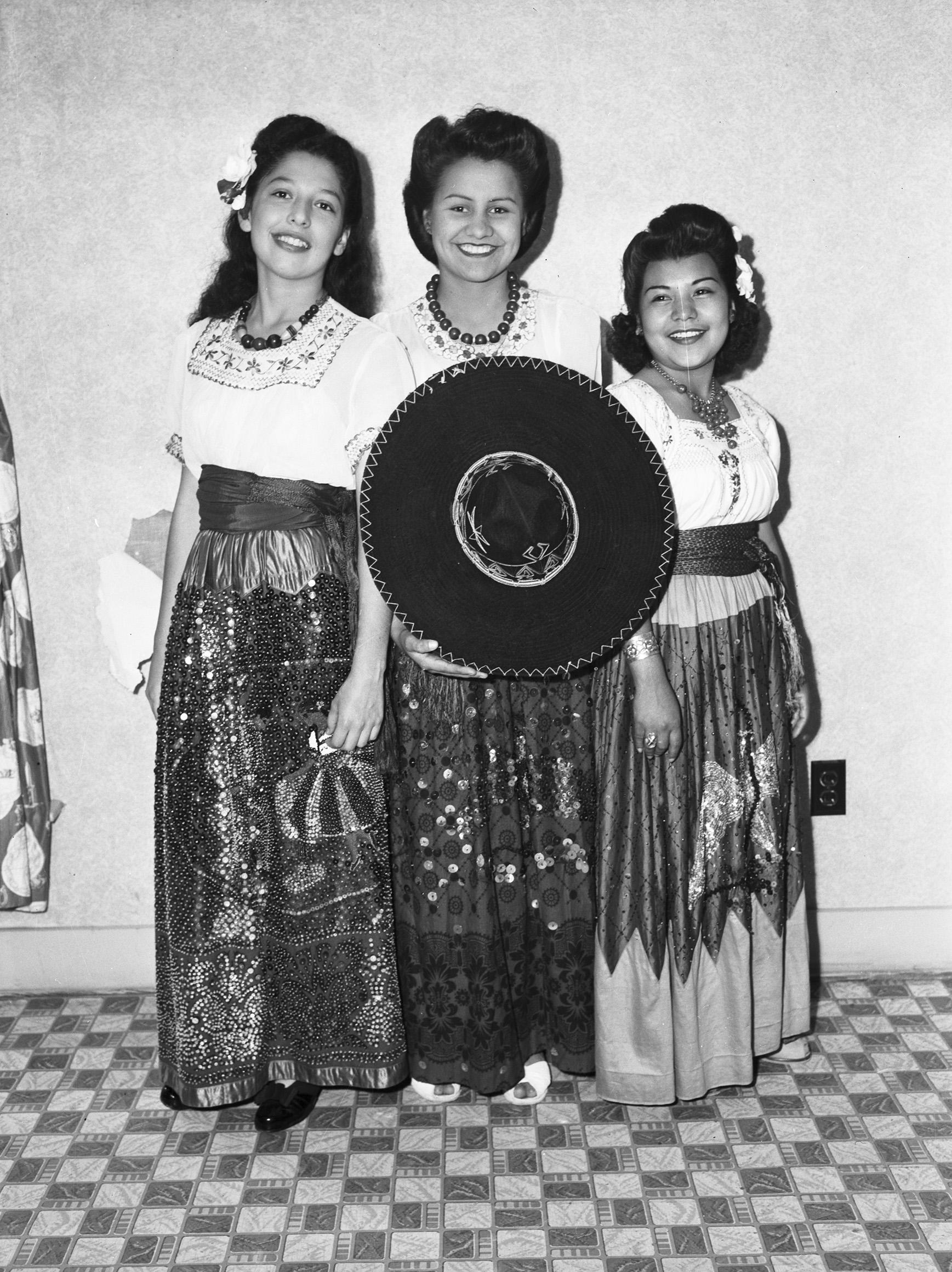 Mexican Presbyterian Center entertainers