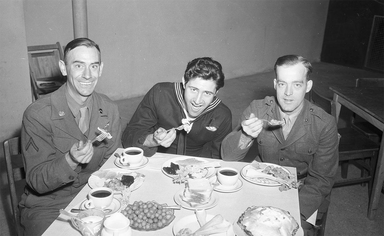 servicemen celebrate a Thanksgiving feast