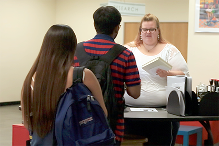 Students getting help at a UTA Libraries service point